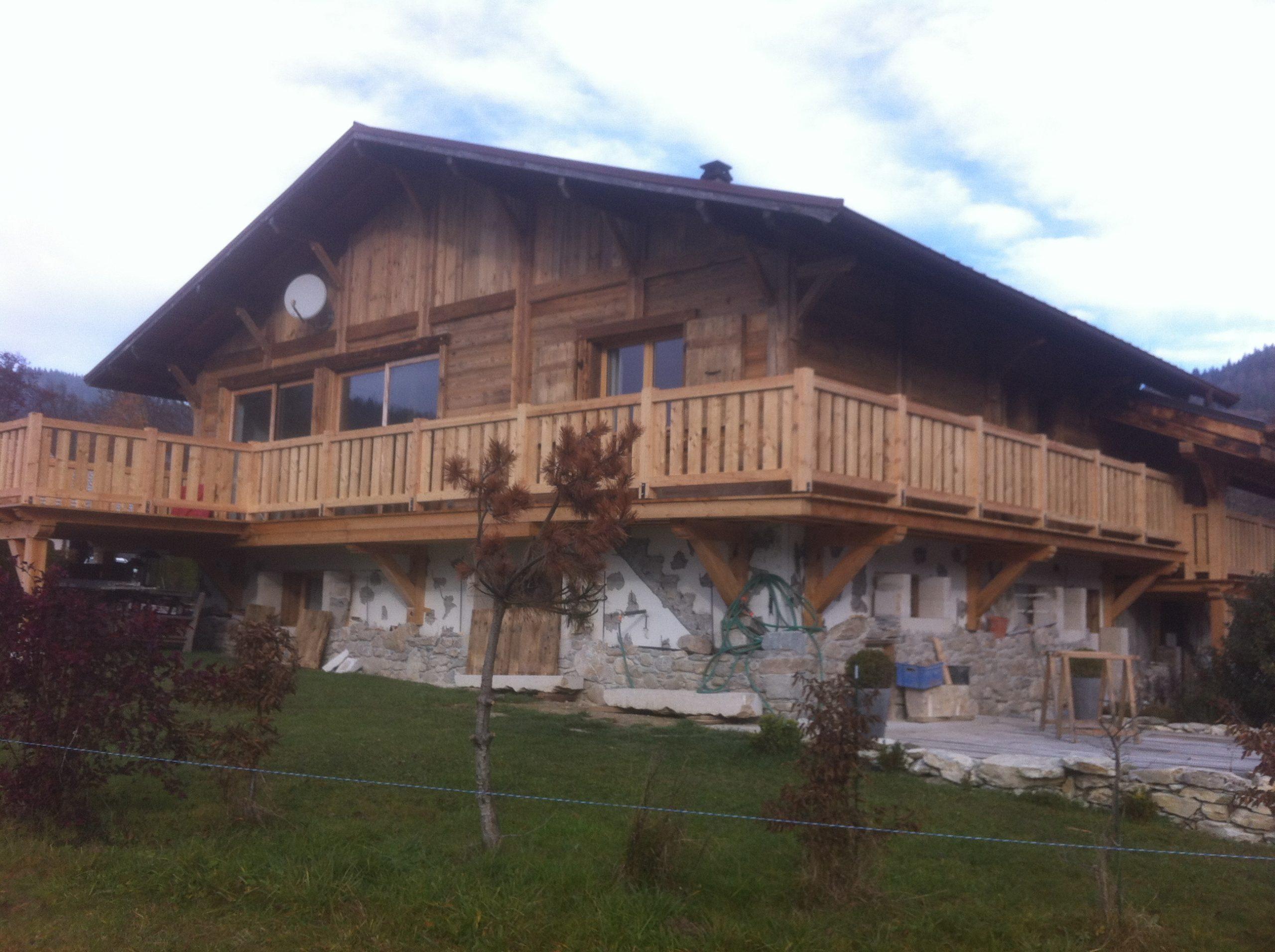balcon suspendu en mélèze à Habère Poche-Haute Savoie (74)